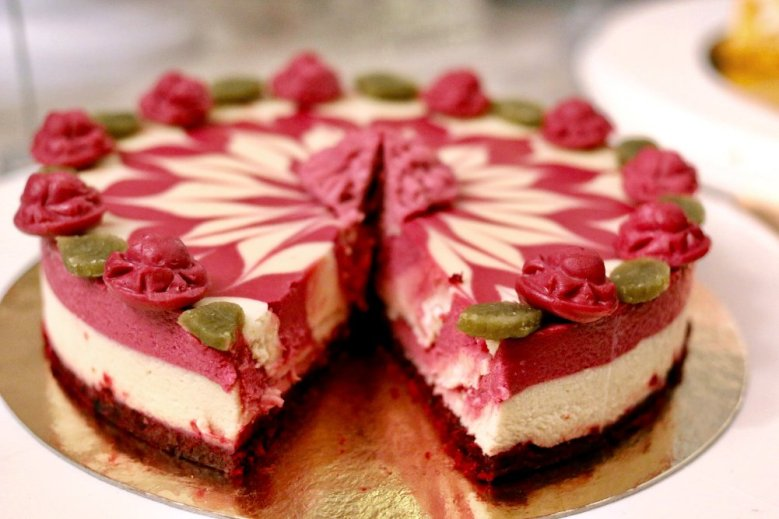 raw_raspberry_swirl-cake1